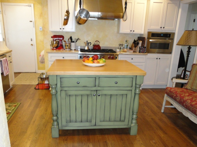 Home crafts incorporated - Space saving movable kitchen island get efficient kitchen traffic ...